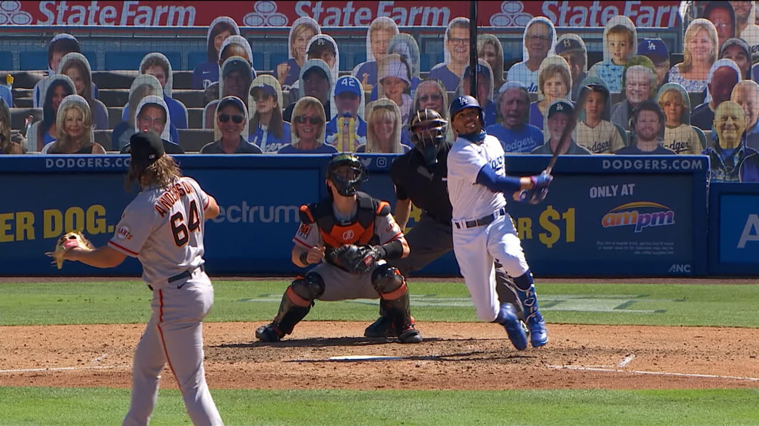 bgt8i0svqvlepdt8fyd8 - AJ Pollock y Mookie Betts se combinan a la ofensiva en triunfo de Dodgers
