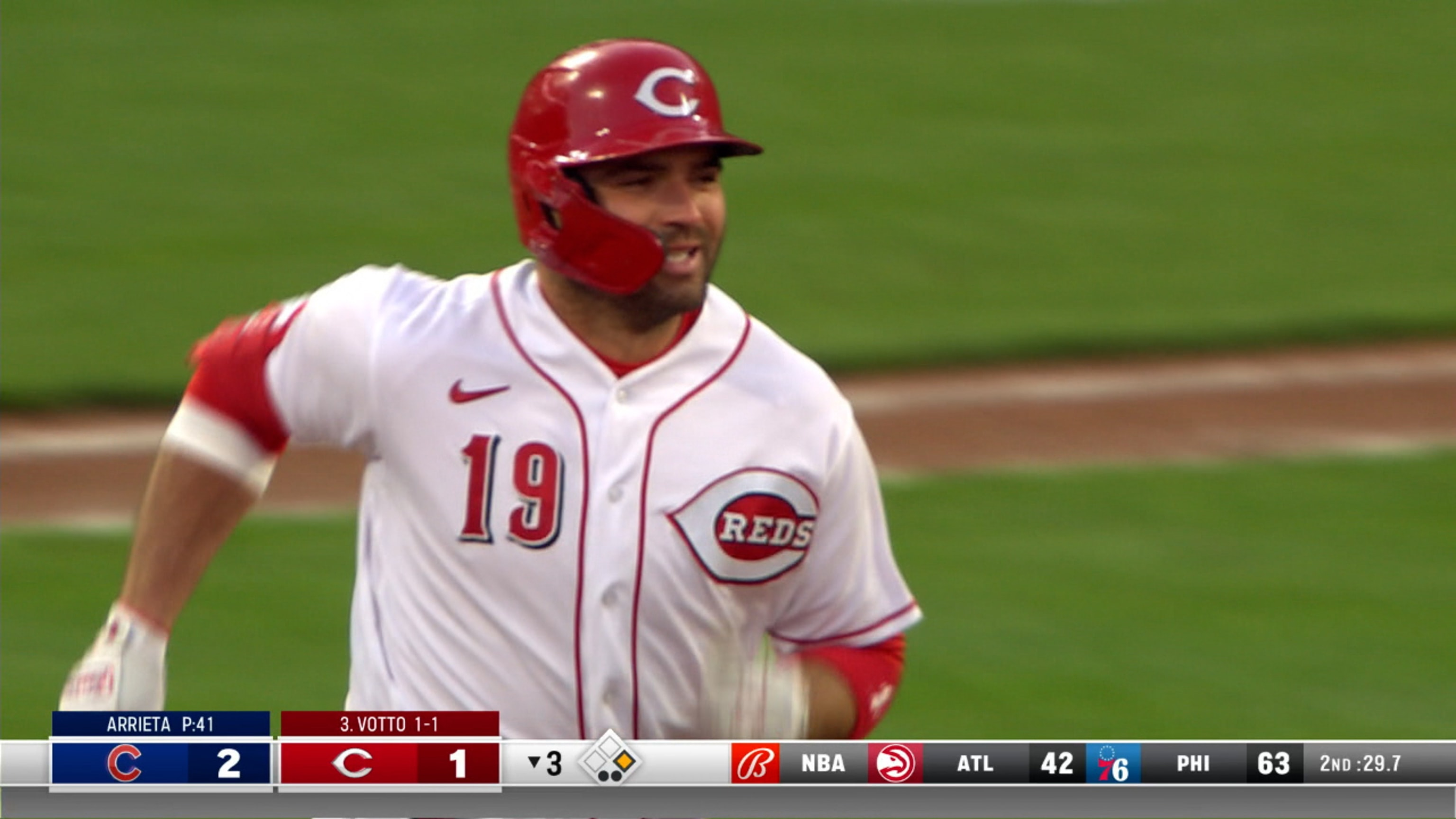 Joey Votto hits 300th career home run