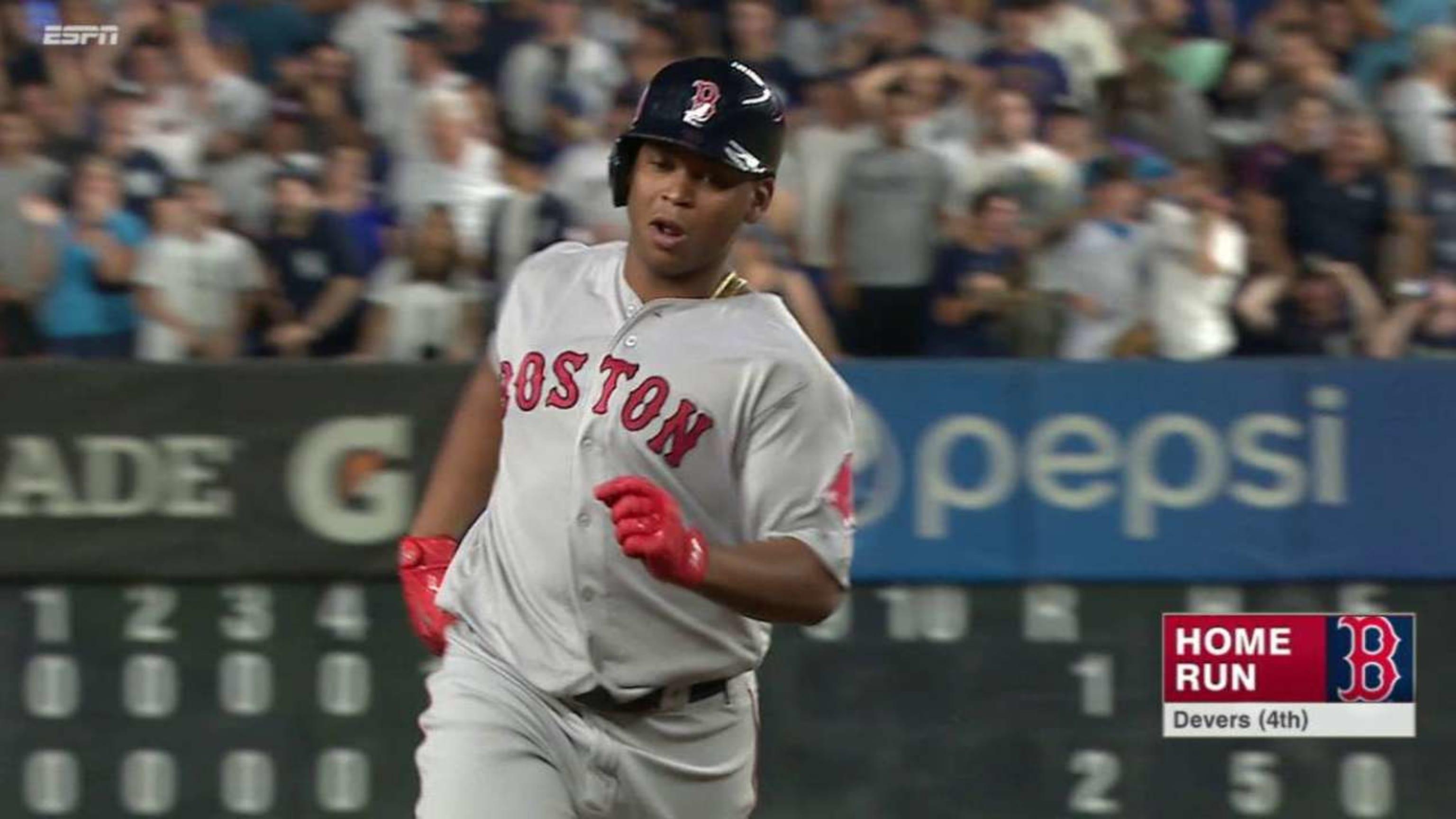 Devers empata el juego con un swing