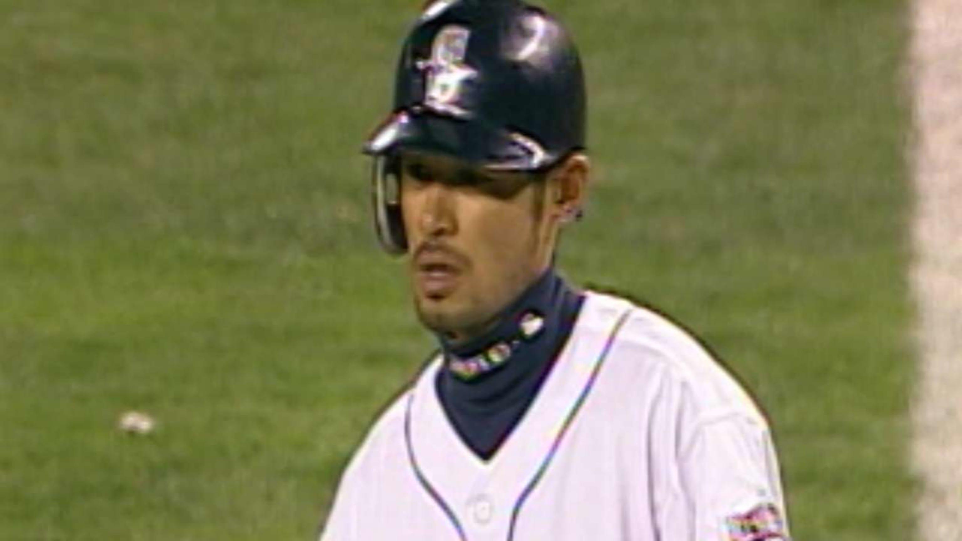 Ichiro wins ROY, MVP in 2001