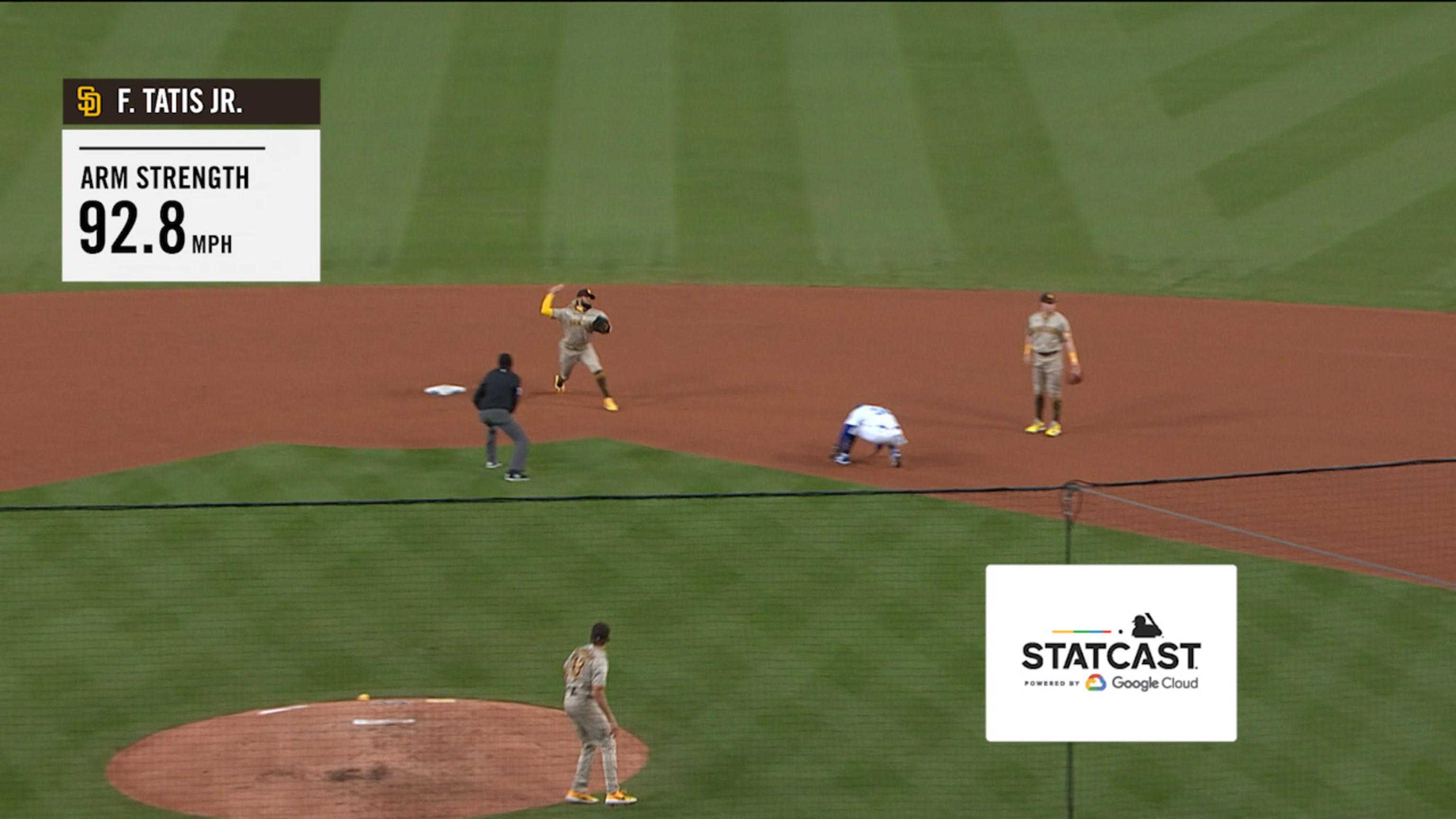 Tatis Jr. saca tiro de 92.8 mph