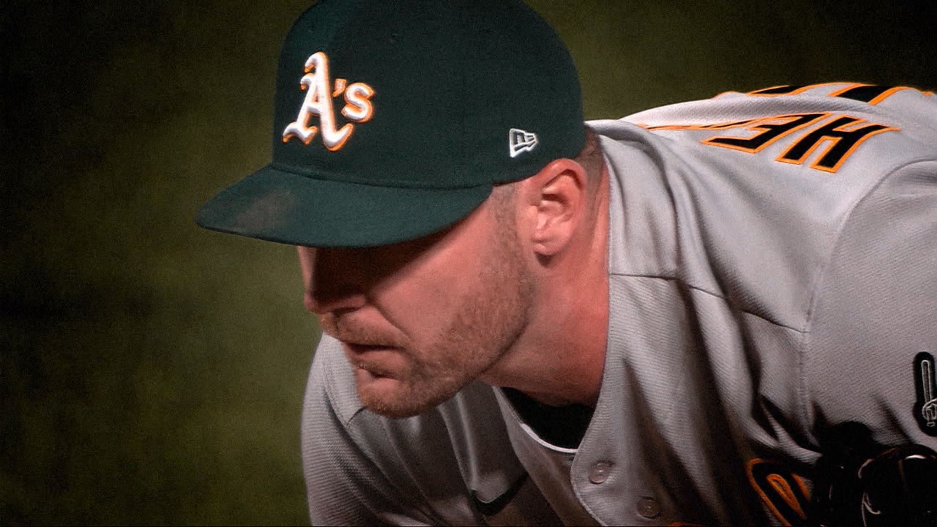 Hendriks named AL Reliever of Year