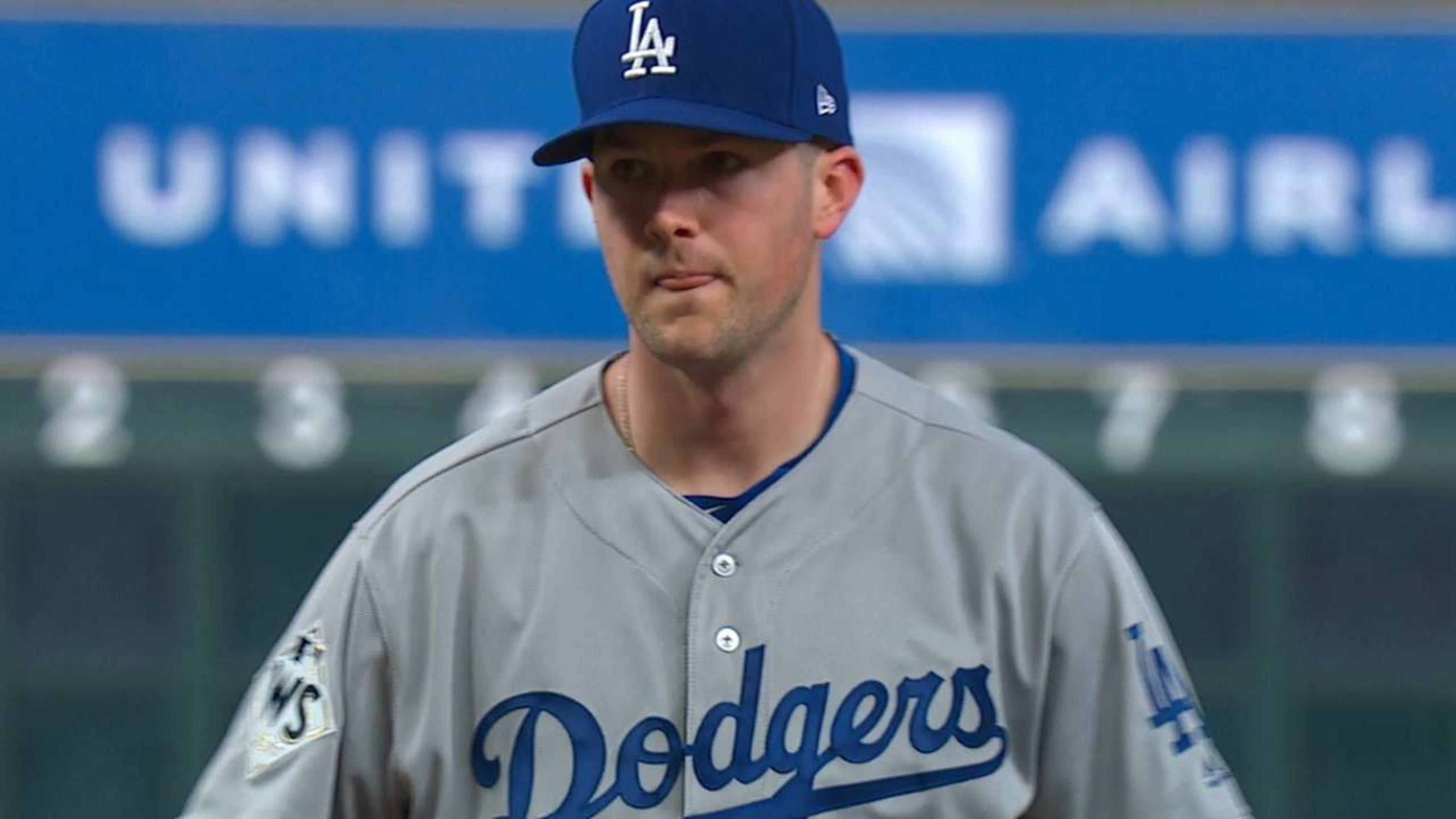 Alex Wood strong in World Series Game 4 start