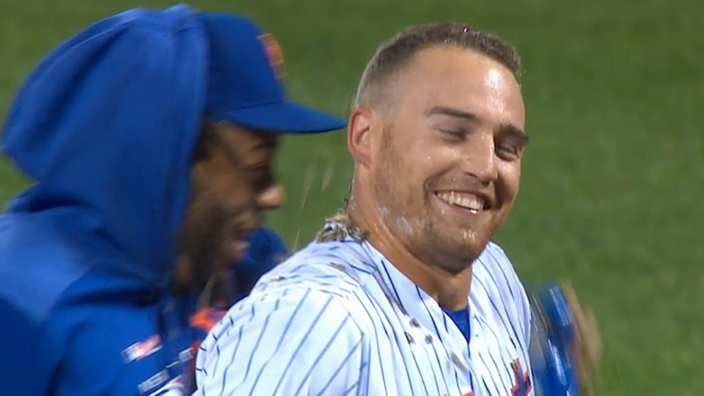 Mets stay alive in Wild Card hunt with walk-off win