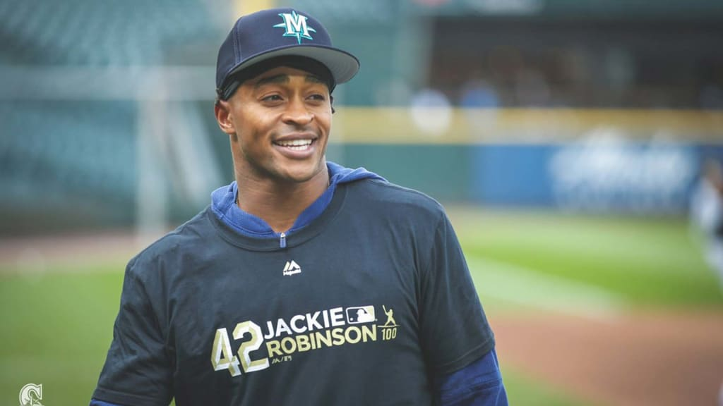 Mariners honored to don Jackie Robinson No. 42
