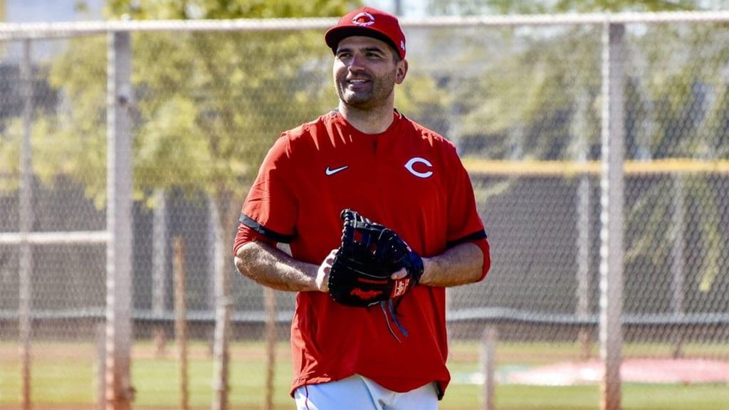 Joey Votto returns to Reds camp