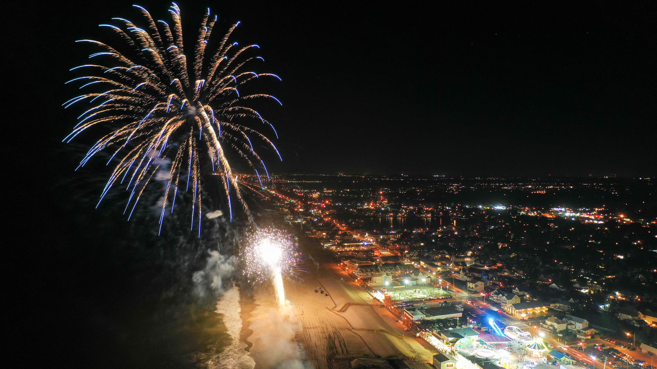 2568-Point-Pleasant-blue-fireworks