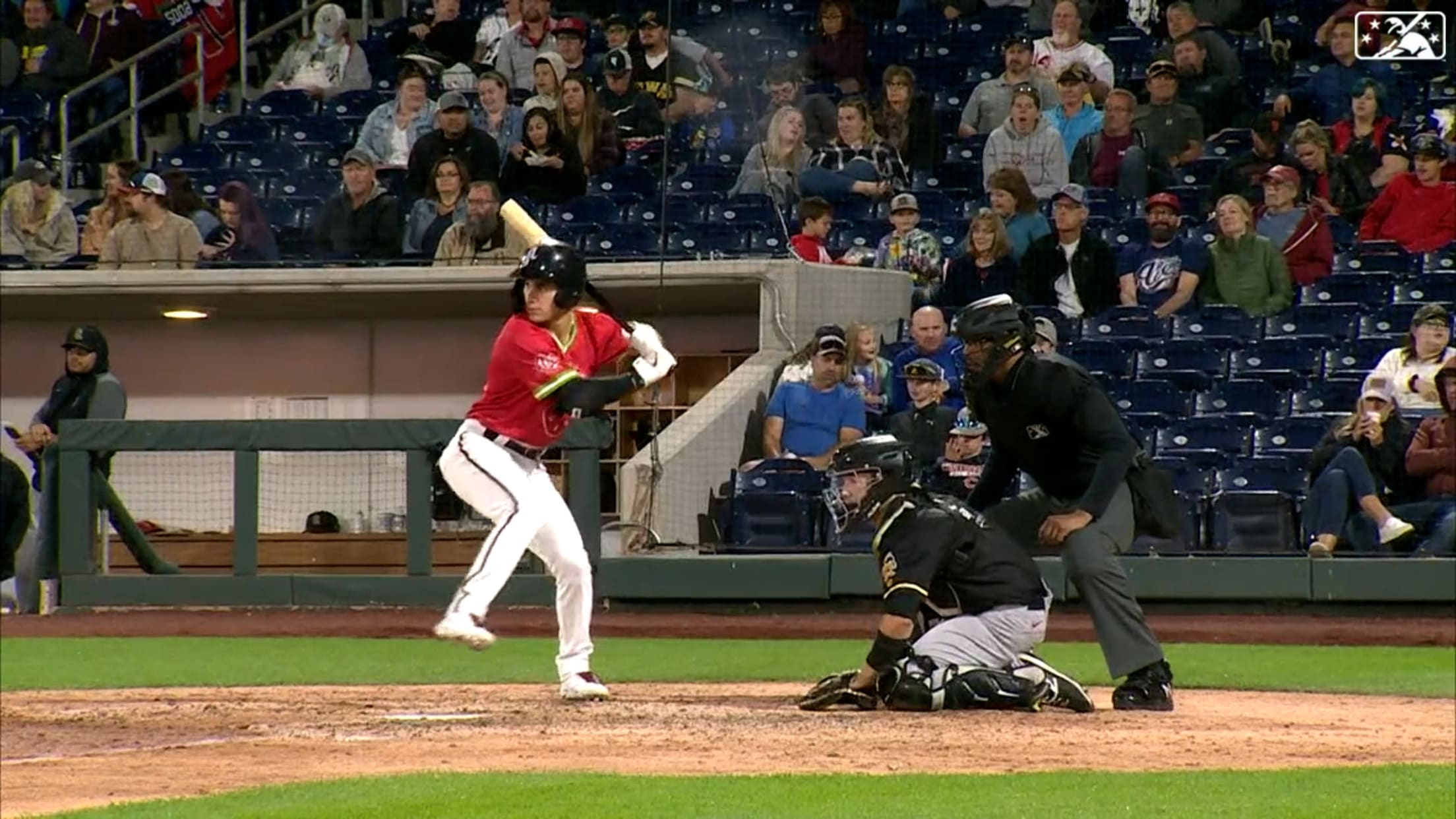 Thomas homers in fourth straight