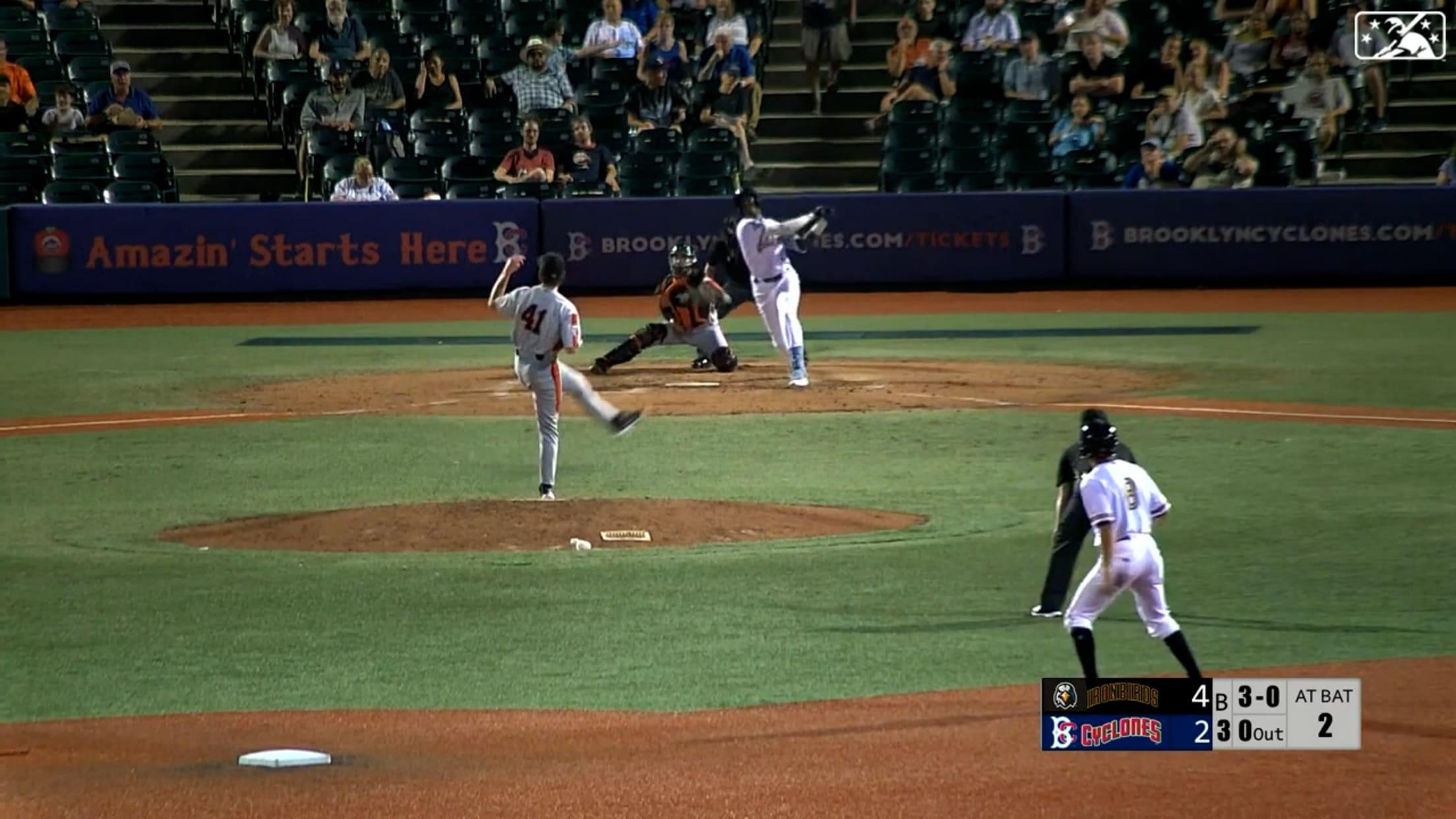 Ronny Mauricio's three-run homer