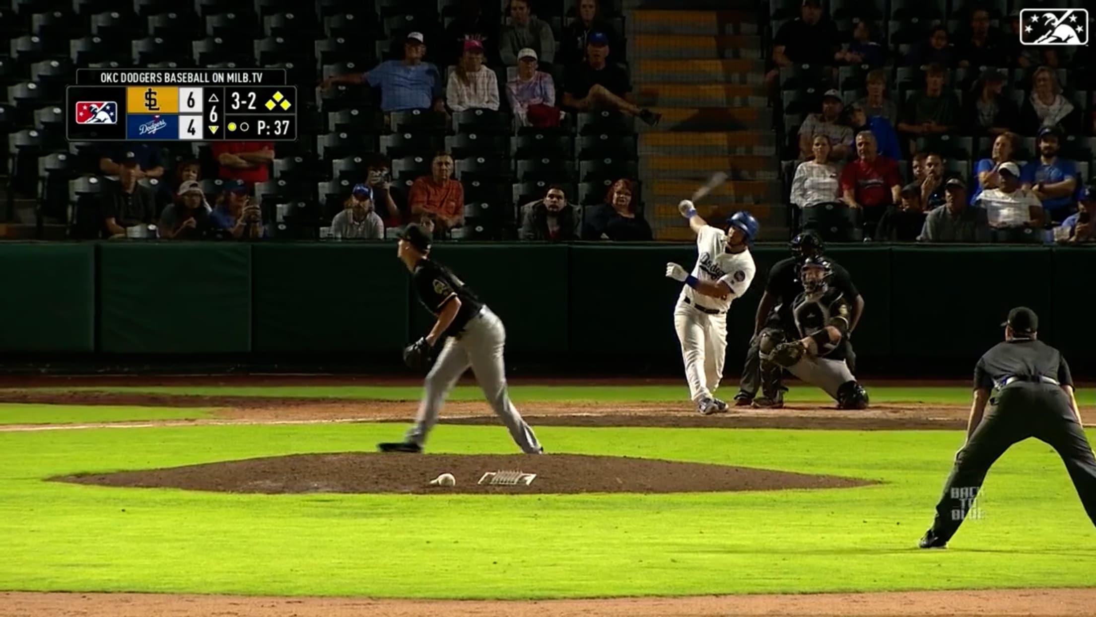 Ruiz blasts grand slam