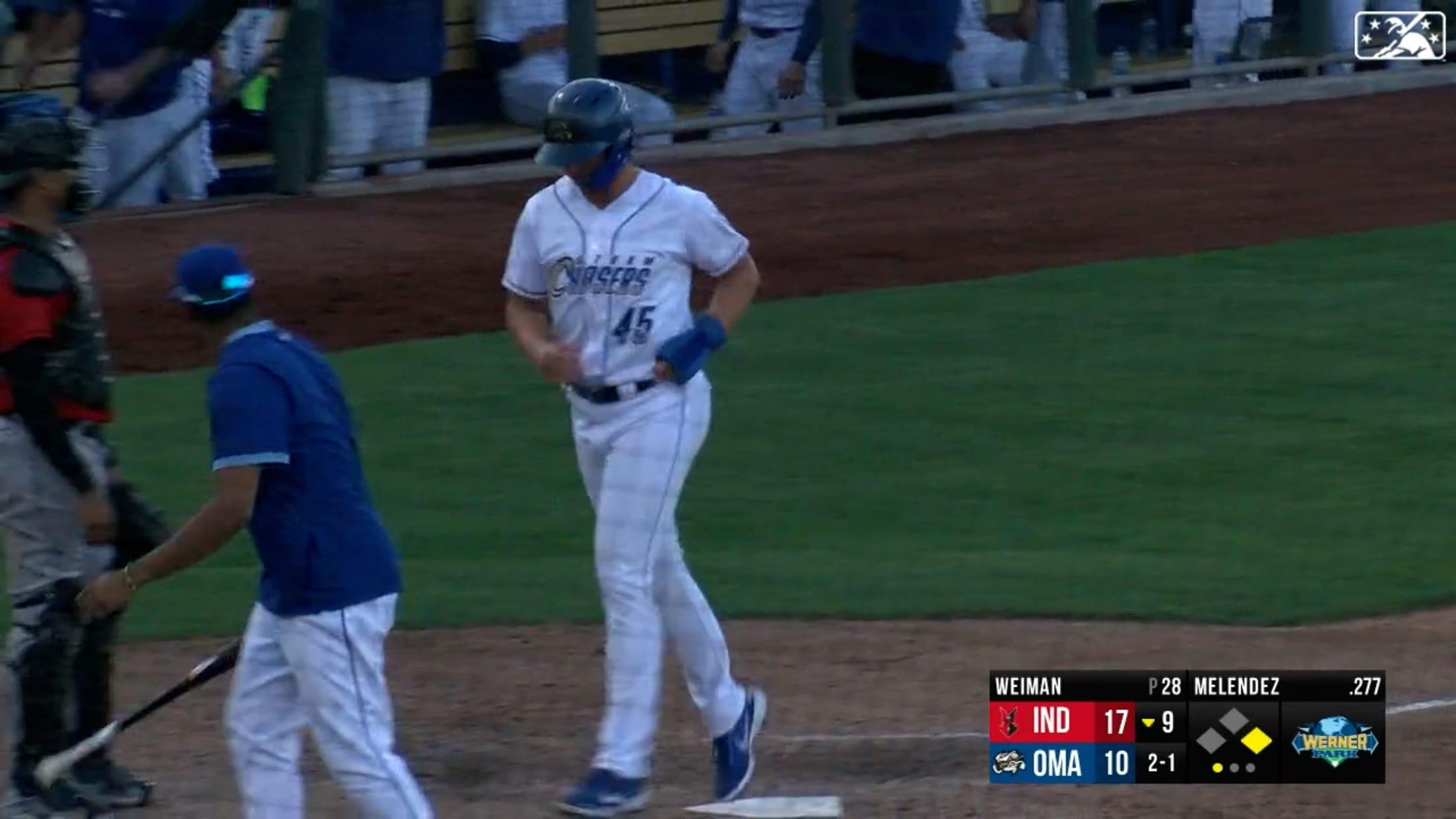 Melendez cracks two homers
