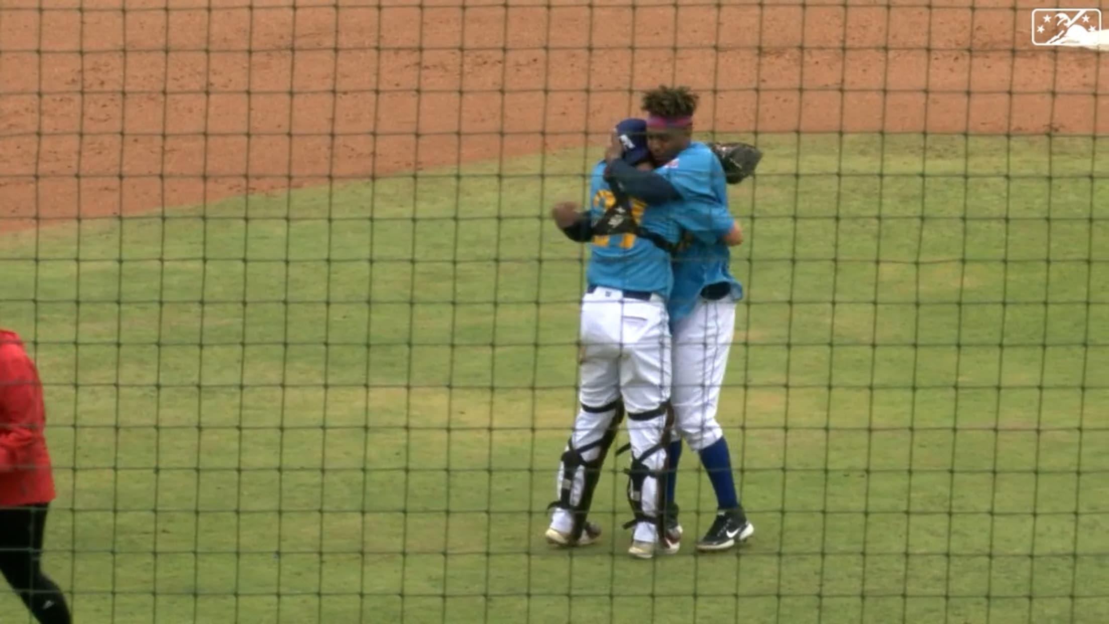 Frías ends seven no-hit innings
