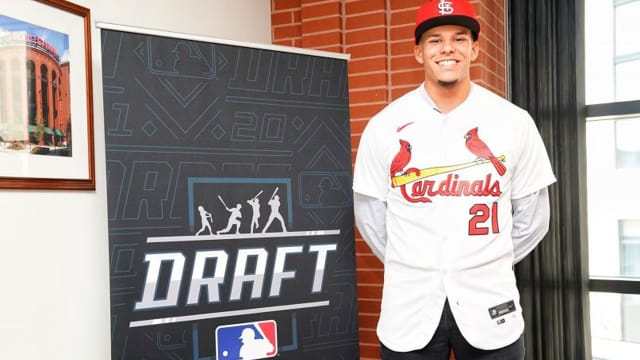 Cards pony up to lure CF Báez from Vandy