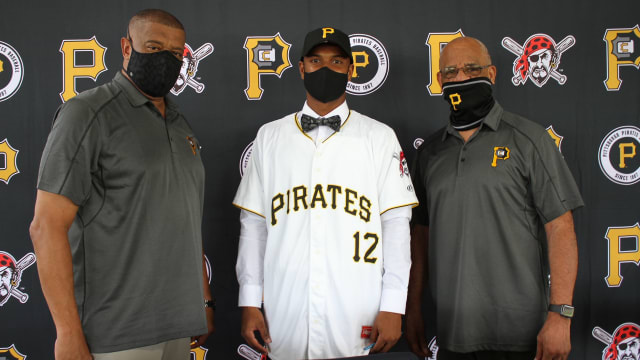 Pirates land top teen OF on int'l market