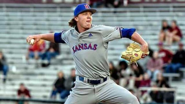 Undrafted righty Goldsberry agrees with Rockies