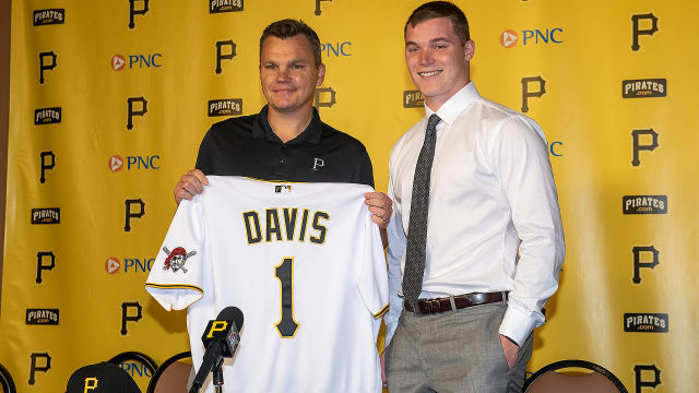 Bucs sign No. 1 pick Davis: 'No time to waste'