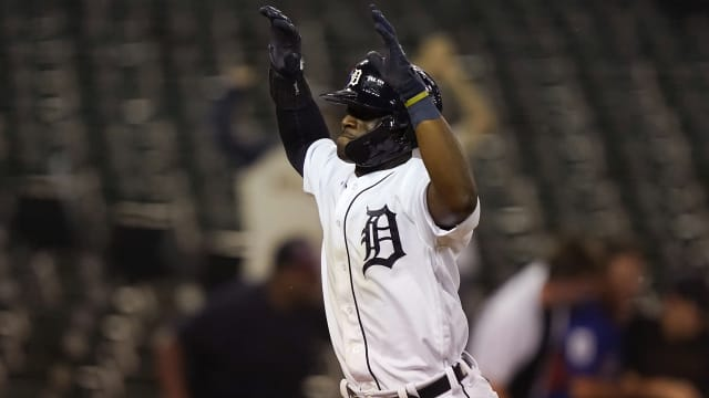 Cameron's 1st homer delights 'amped' crowd