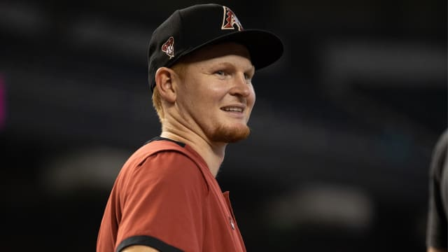 D-backs recall 1B/OF Smith, DFA Lamb