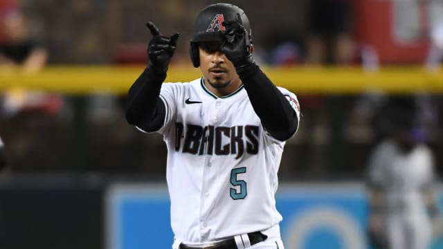 Escobar to Brewers; D-backs get 2 prospects