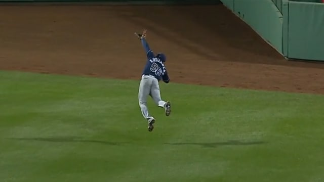 Arozarena awes with diving catch at Fenway