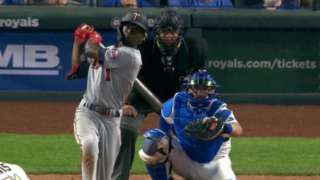 Gordon puts on hitting show for family in KC