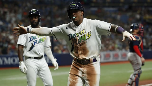Franco's clutch hit propels Rays into first
