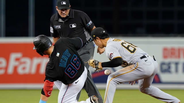 Marlins call up Henry, Fortes to evaluate C