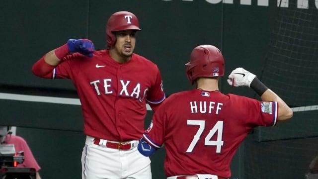 Rangers stun Astros on Huff's 2-HR night