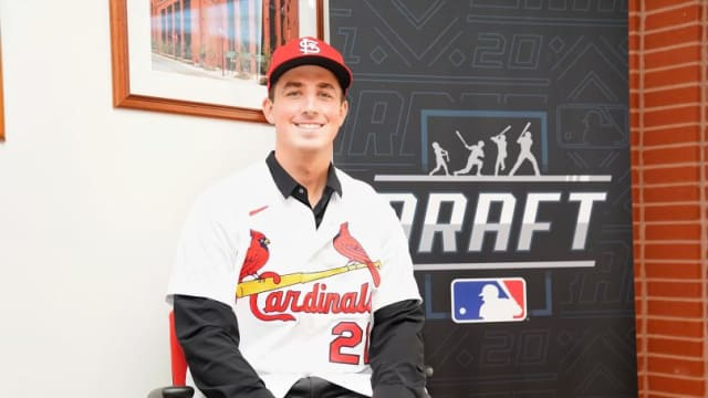 Top pick McGreevy signs with Cards