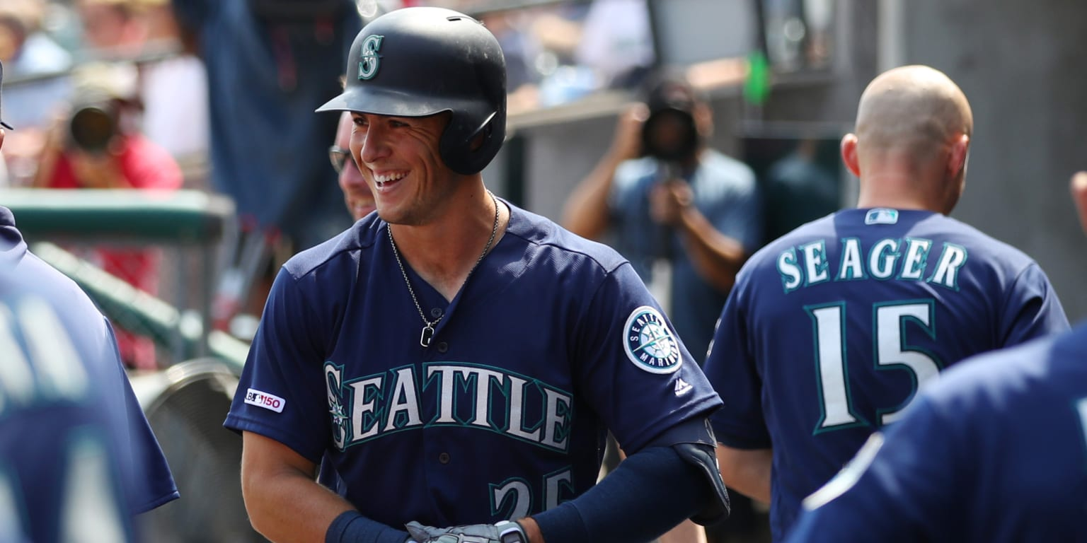 Mariners crack 14 hits en route to series win