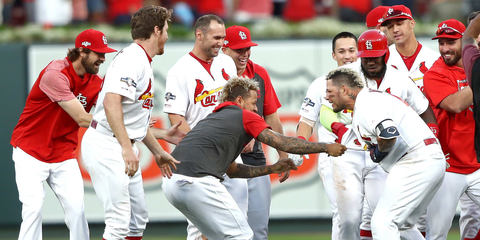 Cards force Game 5 on Yadi's sac fly in 10th