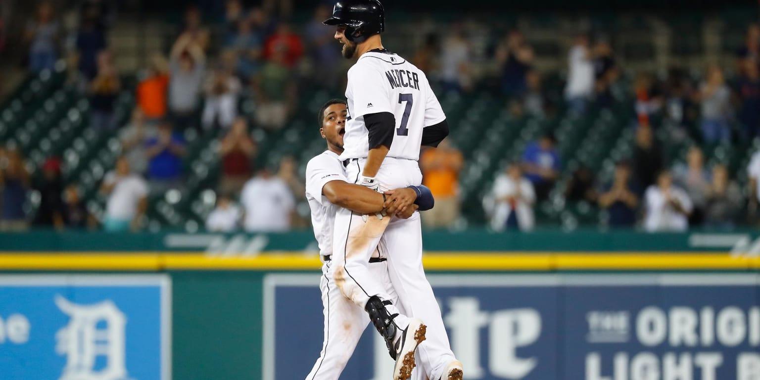 Tigers walk off on HR-happy Yanks in wild win