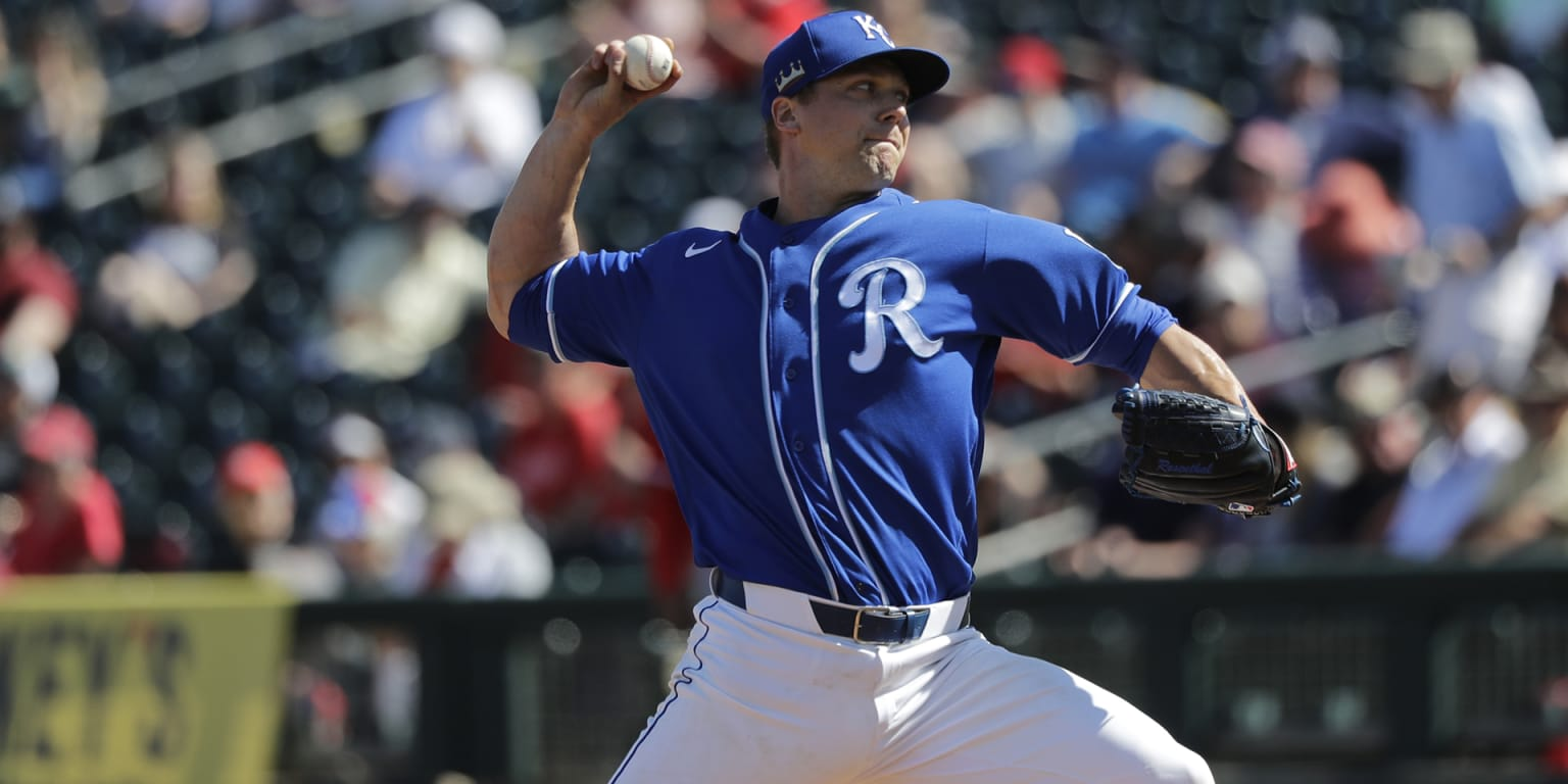 Rosenthal contract picked up by Royals