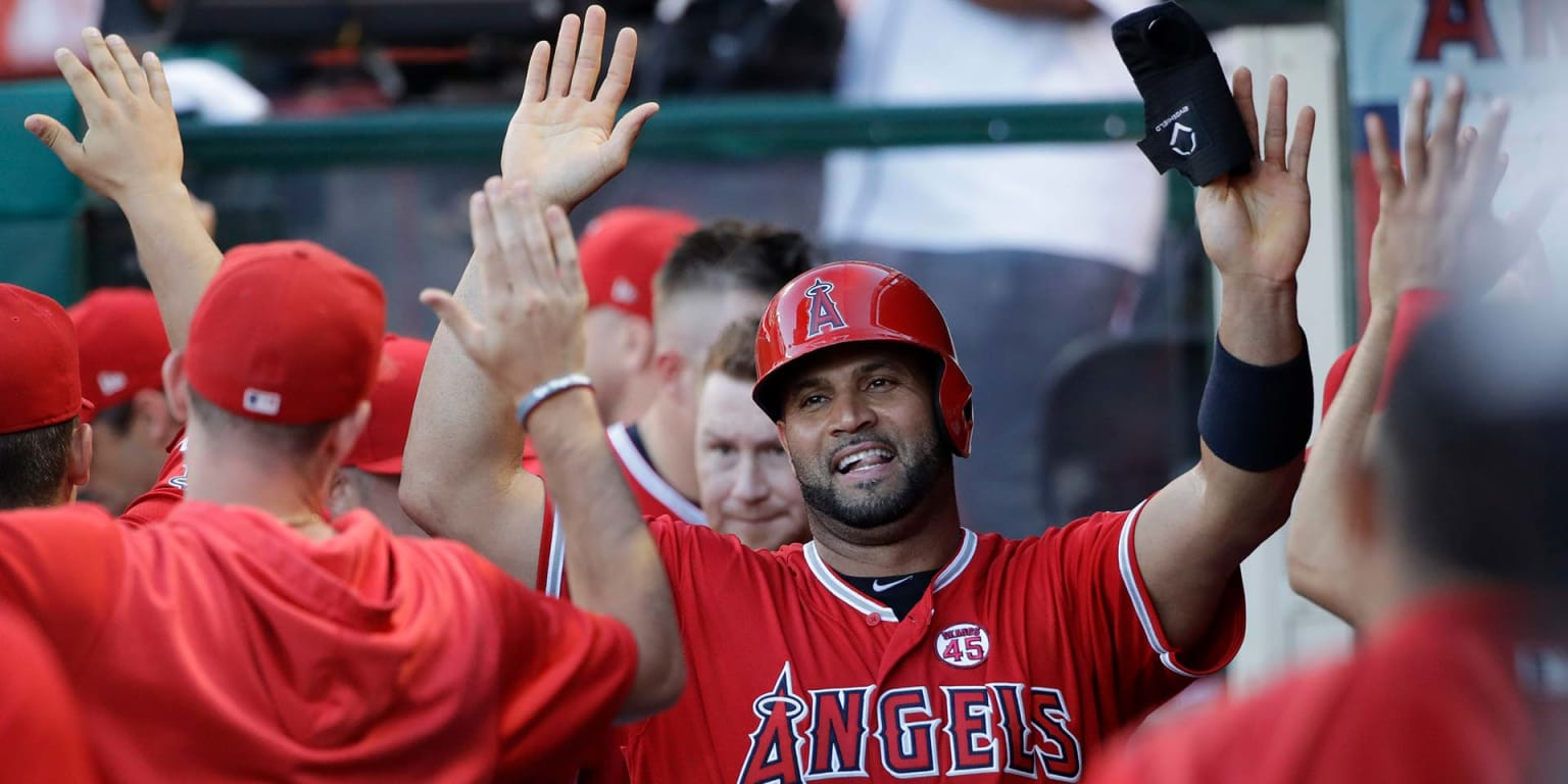 Pujols stands alone atop foreign-born hits list