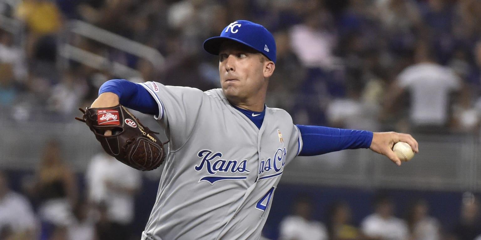 Royals' 6-run 7th earns 3rd straight series win