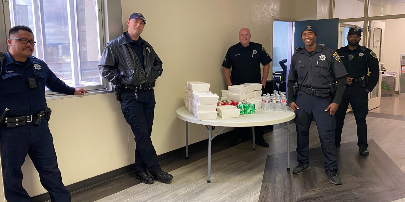 Hendriks family buys lunch for first responders