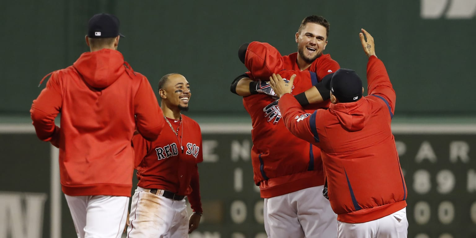 Chavis delivers walk-off hit for Red Sox in 10th