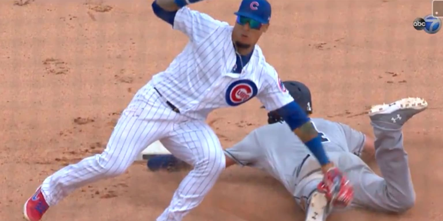 Baez busts out no-look tag magic in the 9th