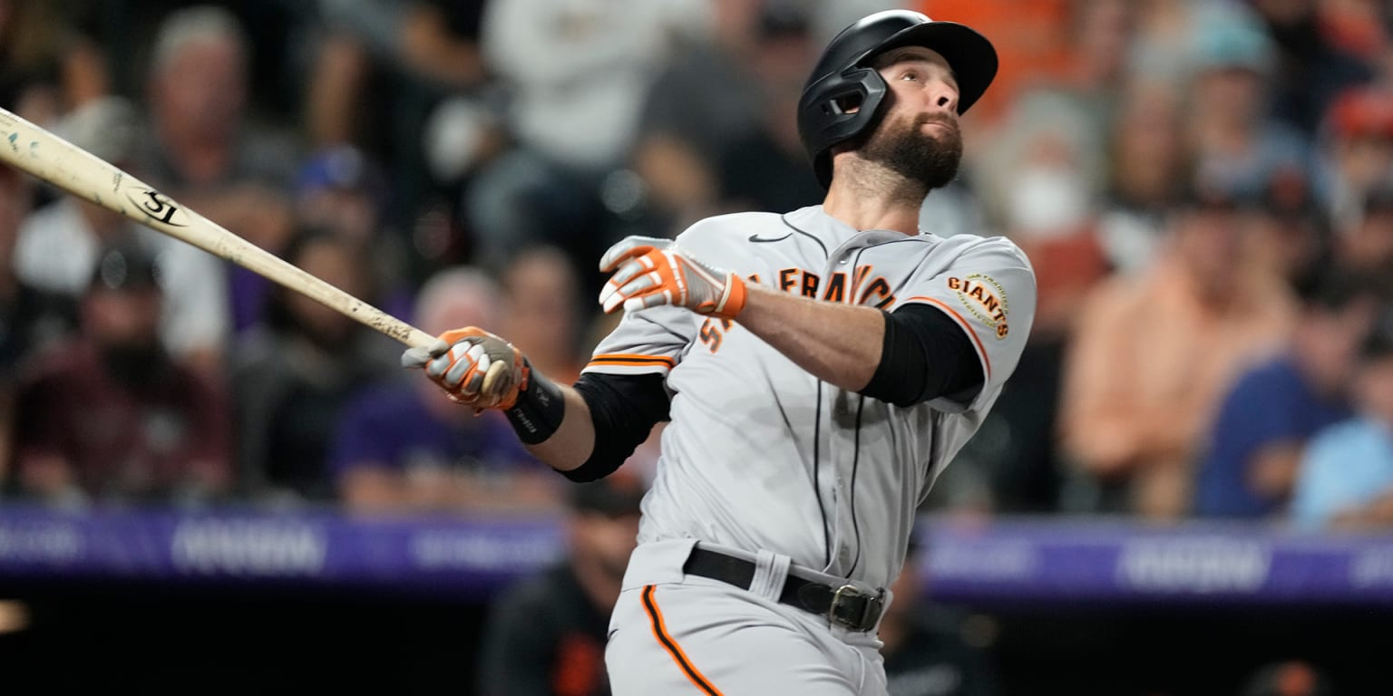 'Captain' belts two HRs as Giants pad lead thumbnail