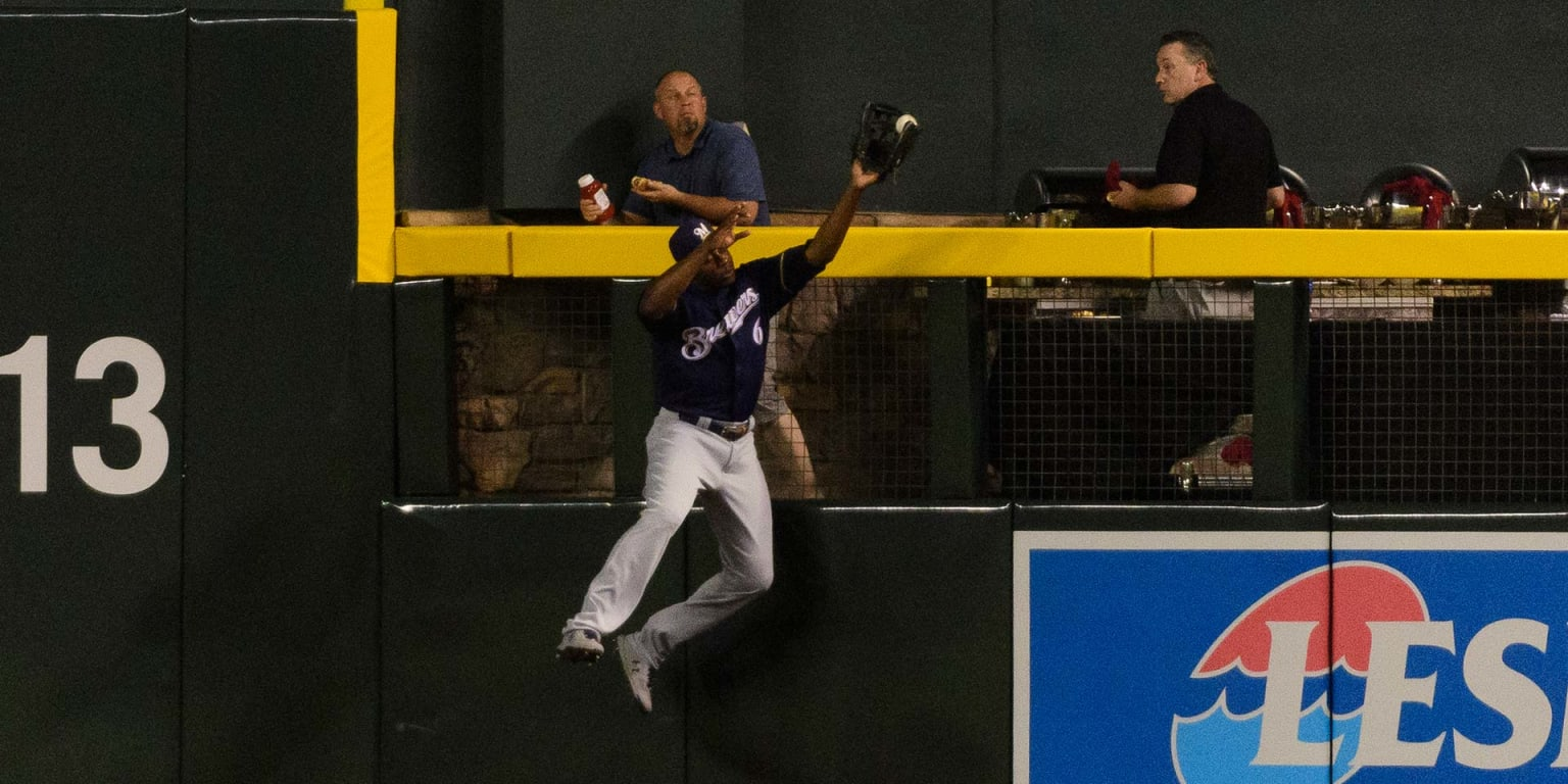 Watch: Cain takes HR away with stunning grab