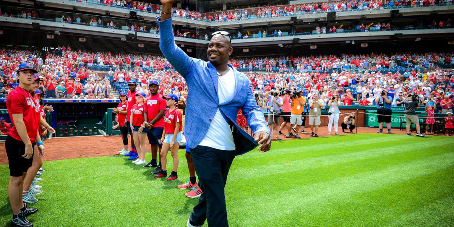 Phils honor Howard's retirement with ceremony