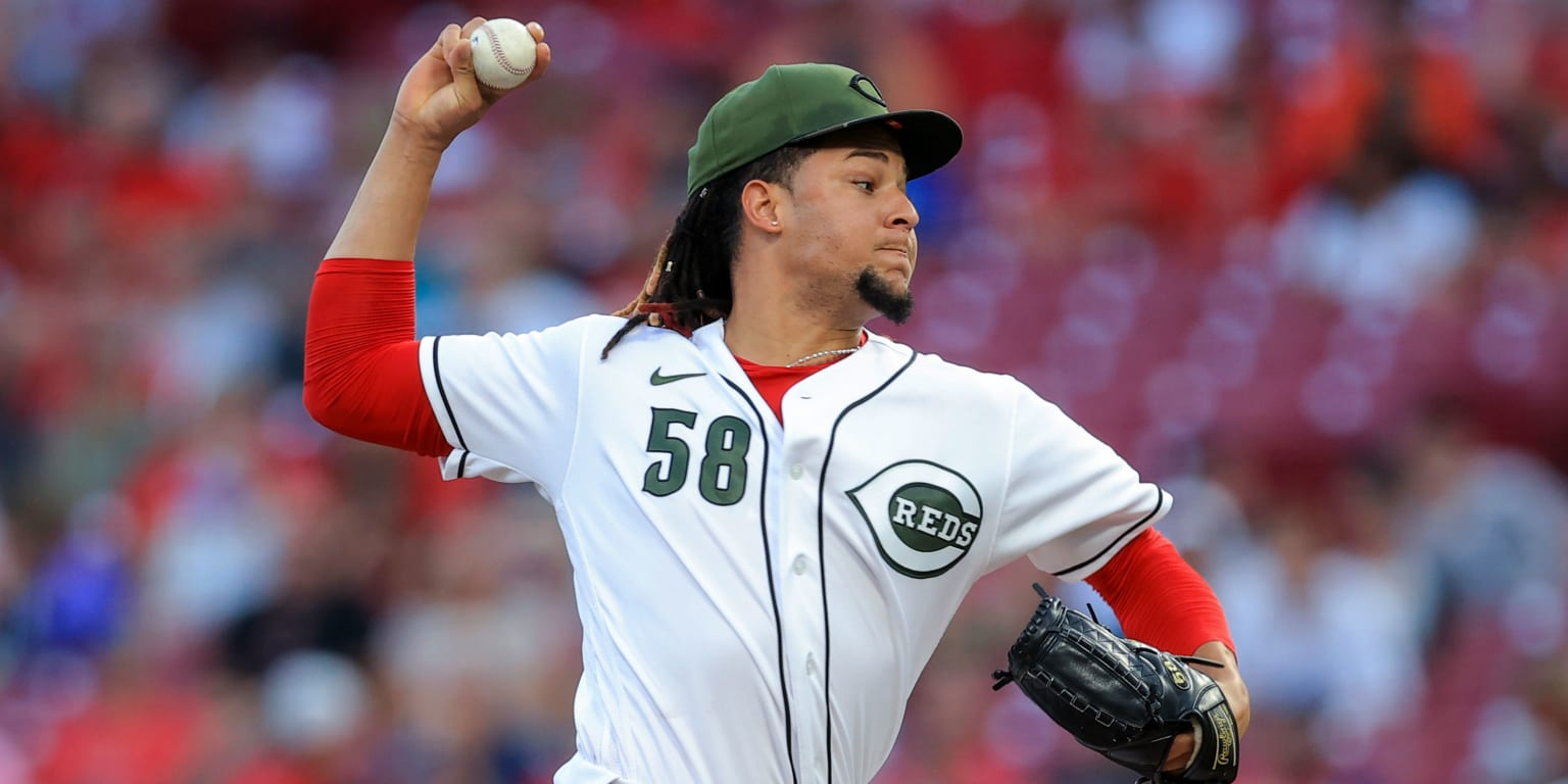 Playoff preview? Castillo (10 K's) aces test