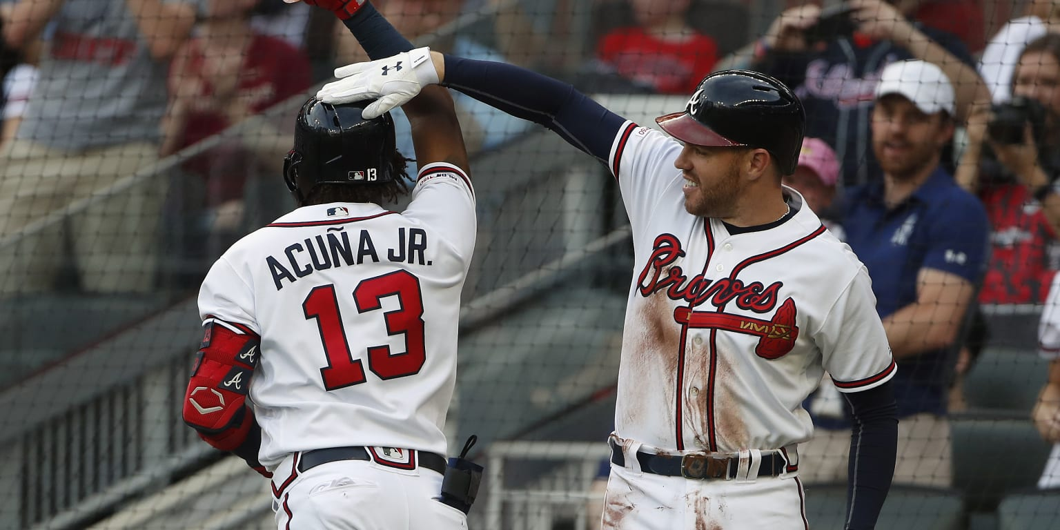 Freeman steps into mentor role with Acuna