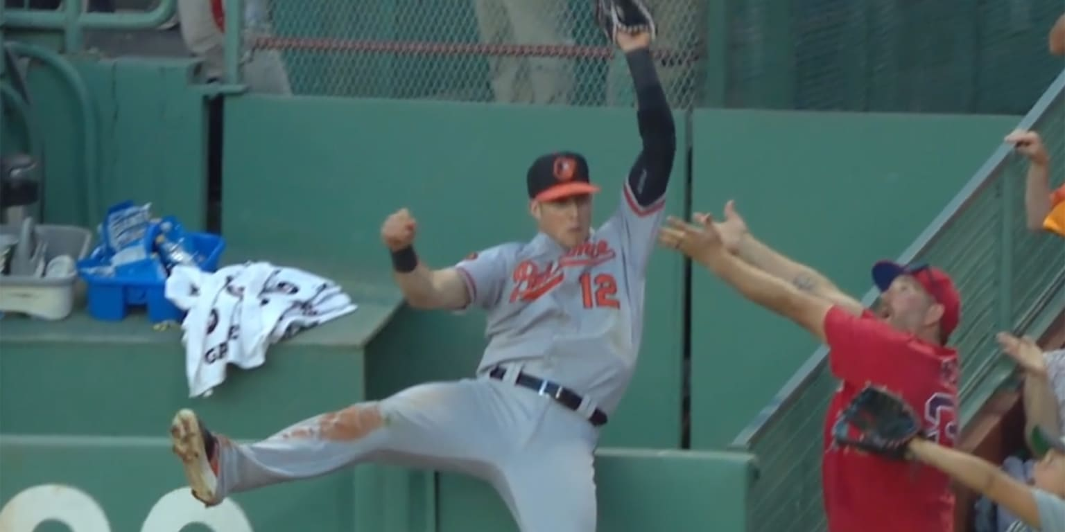 Catch of the year ... in Game 162? You decide