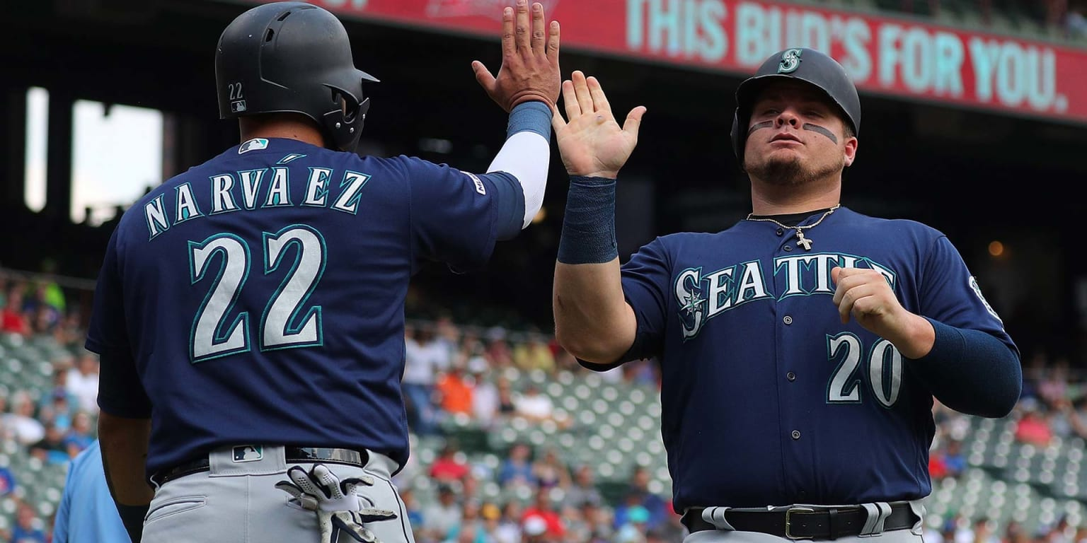 Mariners ride 1st-inning outburst to rout Rangers