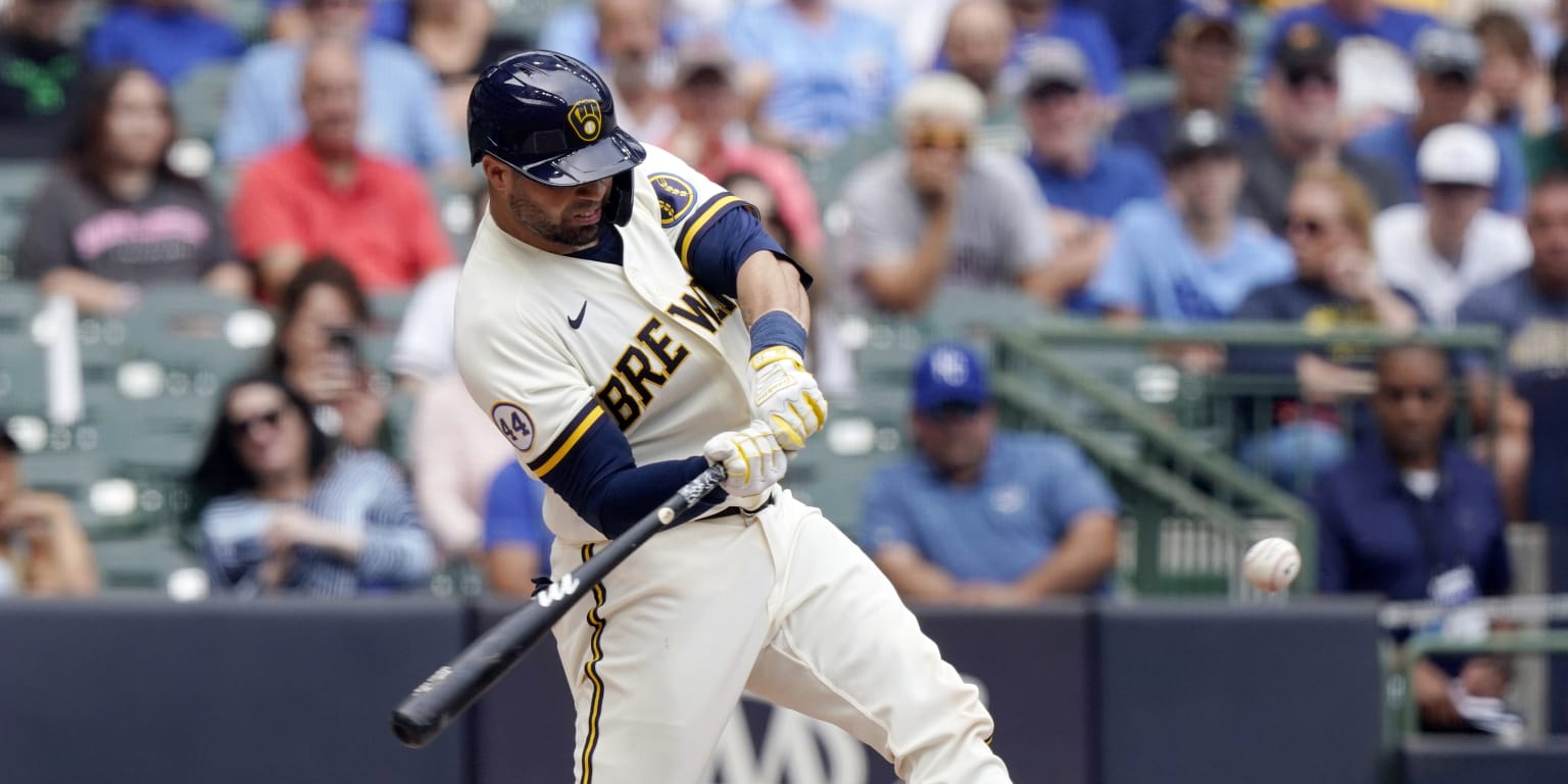 Brewers can't solve pesky Royals in opener