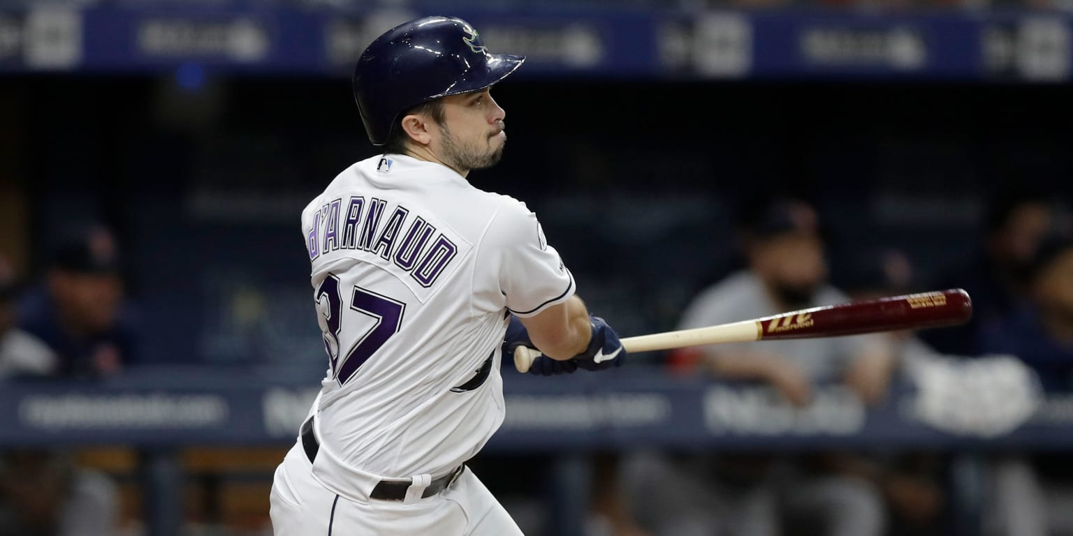 Braves sign d'Arnaud to 2-year deal