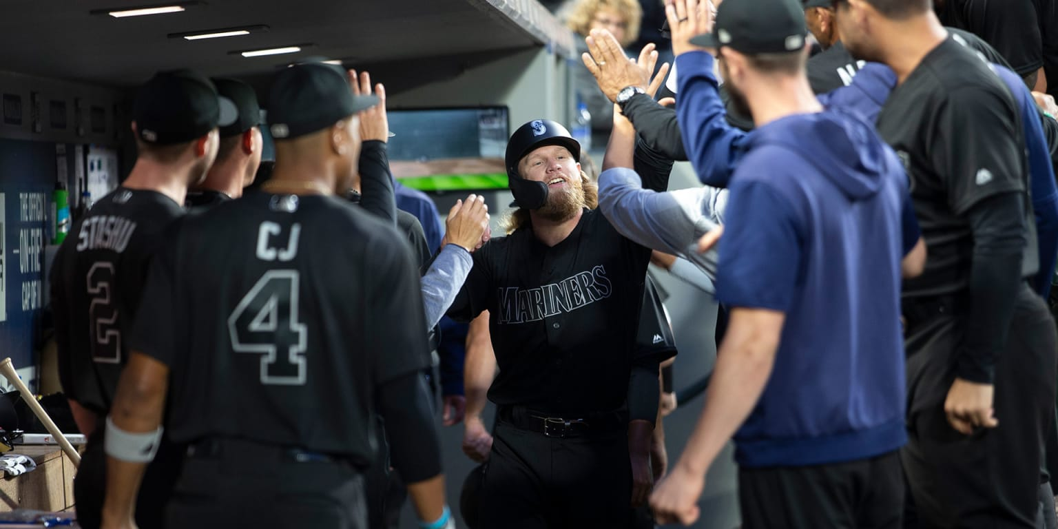 Youth movement on display in Mariners' win