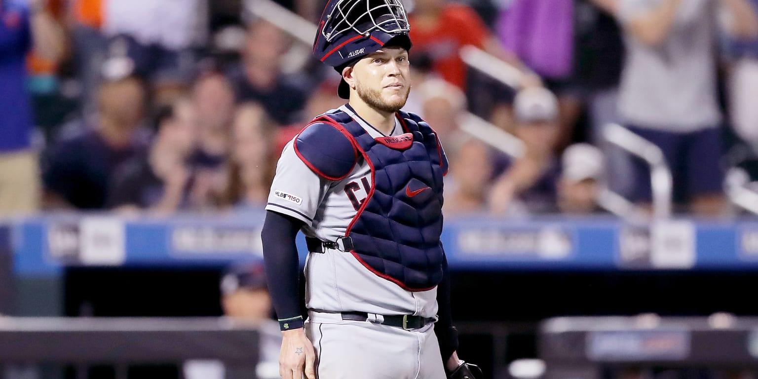 Indians backstop Pérez has ankle surgery