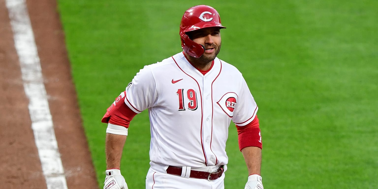Votto tries radio play-by-play: 'I'm bad luck'